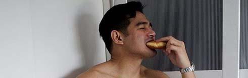 Benjamin Alves Finally Eats Something